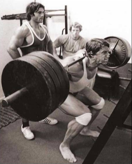 looks like Arnold did squats too