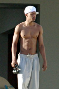 Actor Nick Cannon has abs that show well